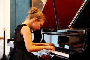 Салону роялів та піаніно Steinway завітала Діана Стогнушенко