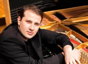 Харків'янин, що підкорив музичний світ: Артист Steinway Станіслав Христенко