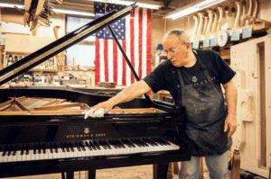 Steinway & Sons – це моя історія: Санте Ауріті про мистецтво створення роялів